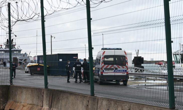 Dy emigrantë vdesin në brigjet e Francës, pas përmbytjes së anijes