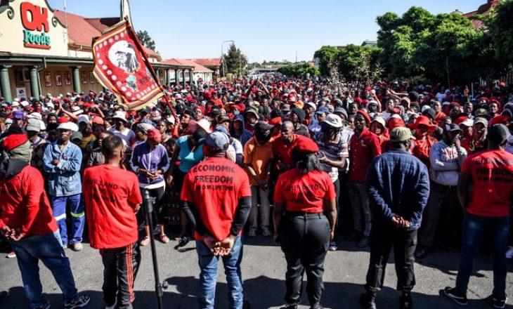 Tensionohet situata në Afrikën e Jugut, hapet plaga e racizmit