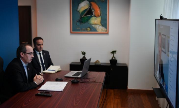 Hoti takim virtual me Lajçakun dhe ambasadorët e BE-së