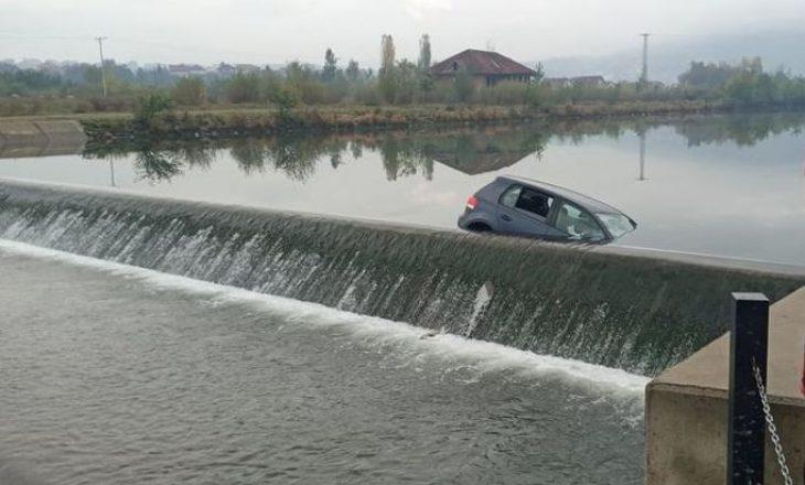 Nxirret vetura që ra në Liqenin Akumulues në Mitrovicë – nuk ka të lënduar