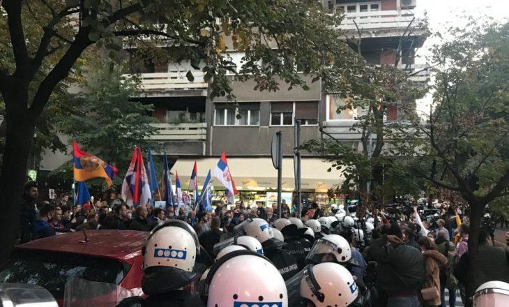 """Policia serbe ndalon protestuesit që tentuan të prishin festivalin """"Mirëdita, Dobar Dan!"""""""