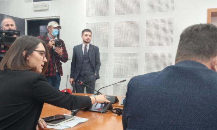"""Deputetët Beqiri e Gjyshinca i drejtohen njëri – tjetrit me """"pishpirik"""""""