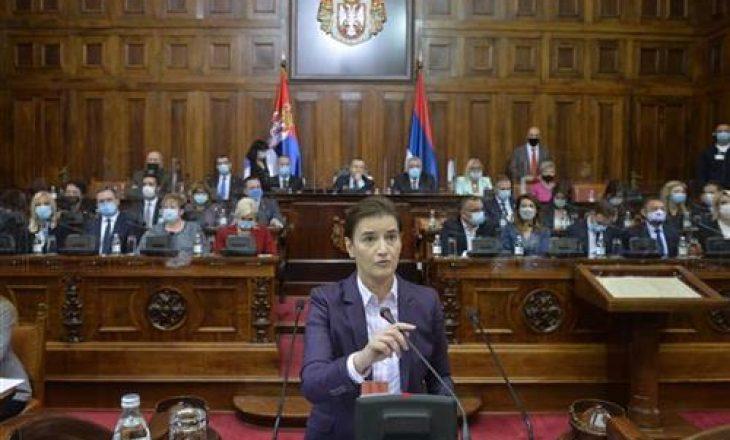 Shqiptarët në Parlamentin serb nuk do ta votojnë qeverinë e re – kritikohen nga e mandatuara Ana Brnabiq