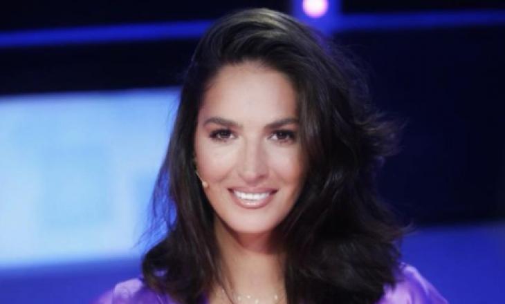 Emina Çunmulaj në përpjekje të një raporti më të shëndetshëm me rrjetet sociale