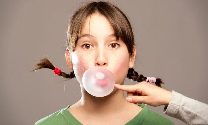 Përtypja e çamçakëzit ka disa efekte anësore në trupin tuaj
