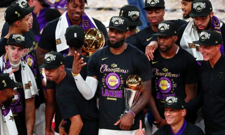 """""""Për Kobe"""" – Lebron James udhëhoqi LA Lakers drejt titullit të 17 në NBA (VIDEO)"""
