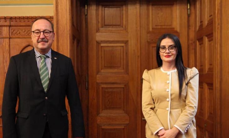 Haradinaj-Stublla nga Hungaria: Do të arrihet njohja reciproke Kosovë-Serbi