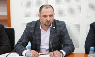 Balaj: Qeveria garanton se do të gjejë zgjidhje që deri nesër të zhbllokohen llogaritë e Telekomit