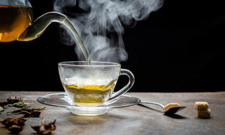 Nëse vloni ujin për çaj, kjo është mënyrë e gabuar e përgatitjes