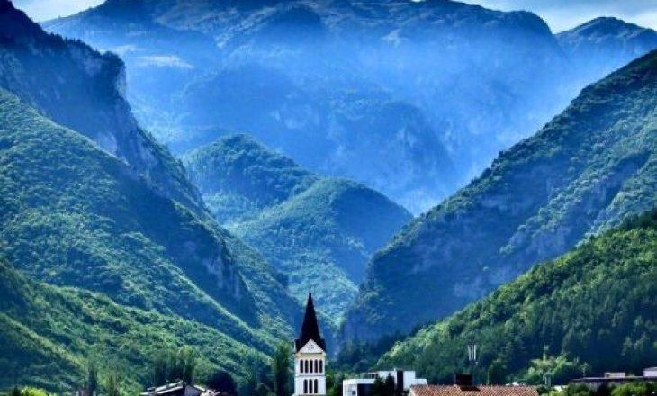 Deputeti AAK-së thotë se Gazmend Muhaxheri dhuroi 2,500 euro për kryetarin e strukturave paralele serbe në Pejë