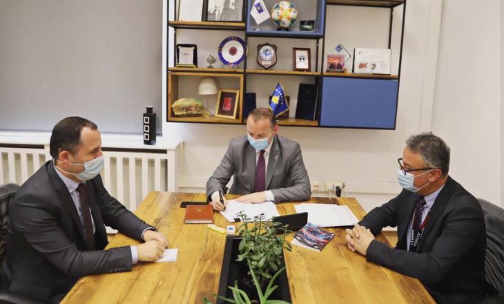 Zemaj nënshkruan edhe dy udhërrëfyes të ri klinik