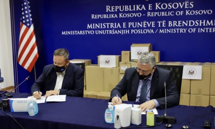 Ambasada e SHBA-së dhuron donacion për Ministrinë e Punëve të Brendshme