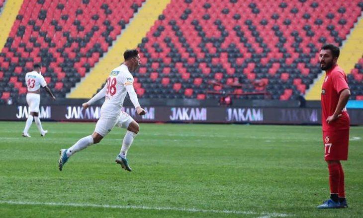 Topalli shënon gol për Malatyaspor, feston me simbolin e shqiponjës