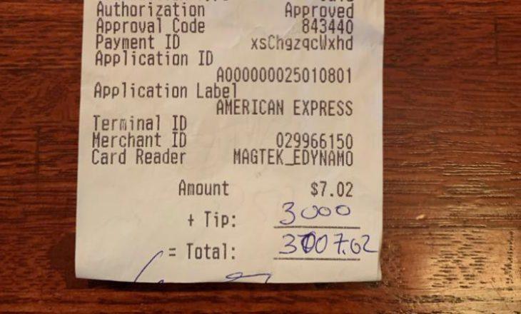 Hëngri në restorant dhe më pas la 3,000 dollarë bakshish