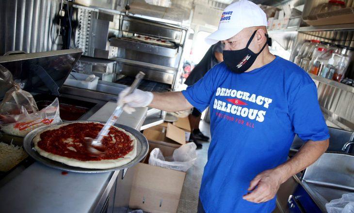 U mblodhën më se 1 milion dollarë për të blerë mbi 66 mijë pica për votuesit e uritur në ShBA
