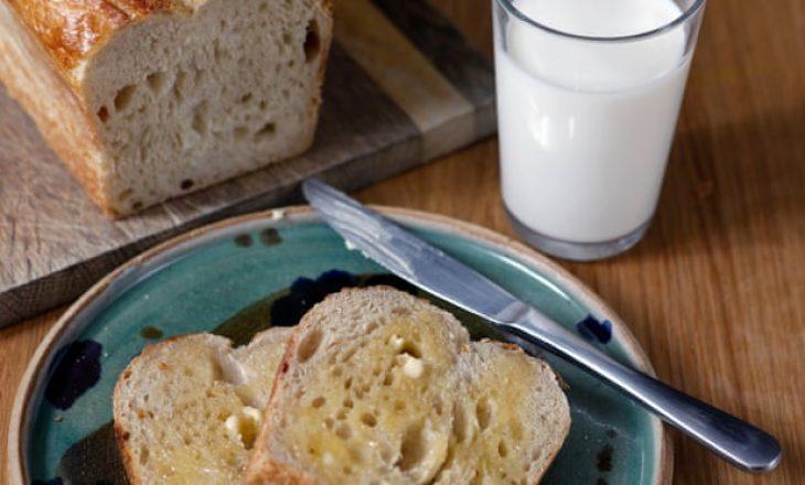 Shtoni vitaminën D në bukë dhe qumësht për të ndihmuar në luftimin e Covid-19