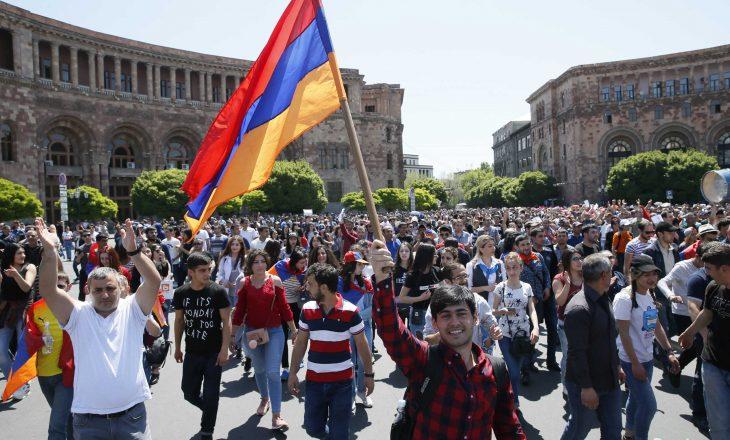 Armeni: Vazhdojnë protestat kundër kryeministrit armen