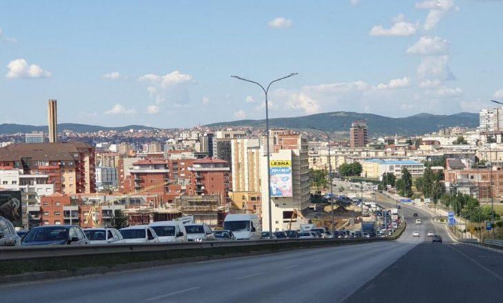 Ndotja e ajrit shmanget me zgjerimin e rrjetit nga Termokosi – Taksa dhe kufizimi i automjeteve s'janë zgjidhje për ajrin e pastër në Prishtinë