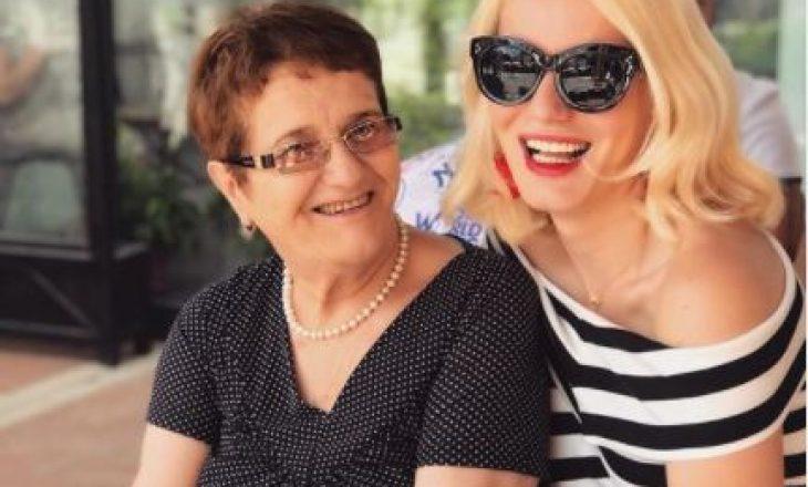 """Blogerja shqiptare humb nënën nga COVID-19: """"Forcën time e futa në dhe sot"""""""