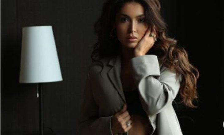 Faleni për jo modestinë, por Nora Istrefi mendon se është më e bukur natyrale