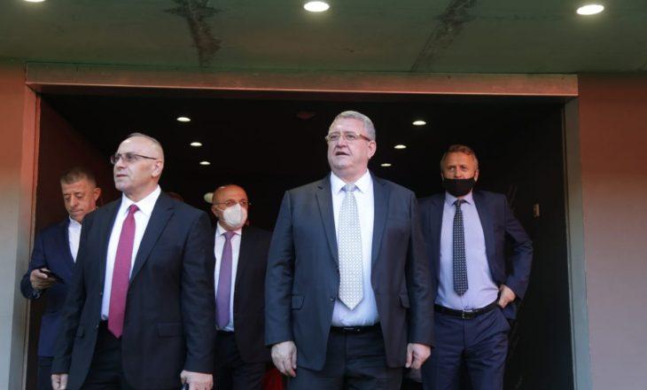 Kryetari i FFK-së Agim Ademi takohet me homologun nga Shqipëria