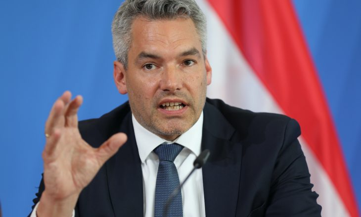 Ministri austriak përgënjeshtron informacionet për origjinën e njërit prej terroristëve në sulmin e Vjenës
