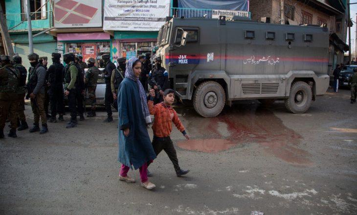 Luftëtarët e Kashmirit vrasin dy ushtarë indianë