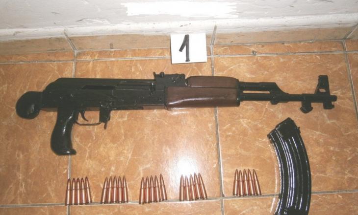 Pejë: Katër muaj burg për posedim të paautorizuar të armëve