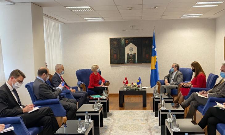 Hoti kundër pezullimit të dialogut me Serbinë