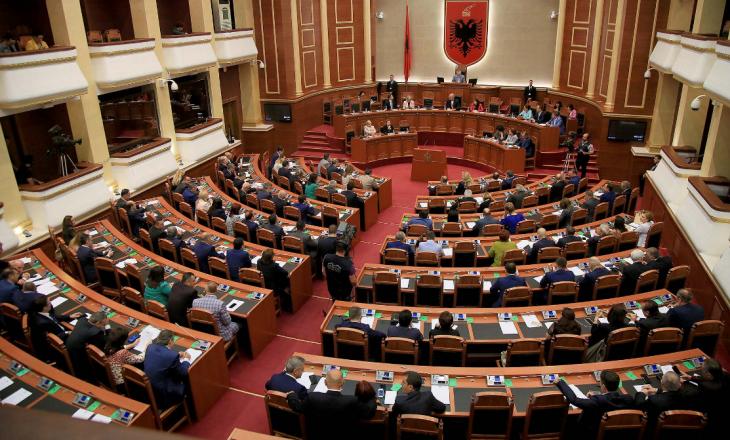Dorëzohet në Kuvendin e Shqipërisë kërkesa për ngritjen e Komisionit të Posaçëmlidhur me raportin e Dick Martyt
