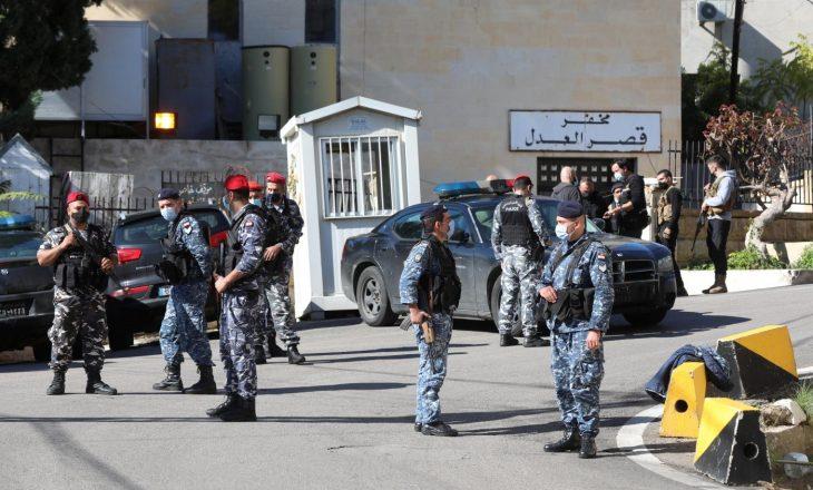 Liban: Pesë persona të burgosur vriten nga një aksident me makinë duke ikur nga policia