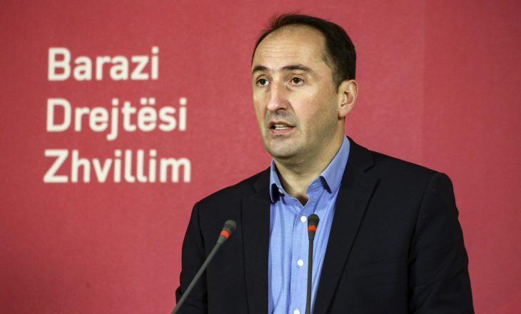 Liburn Aliu voton në Shqipëri
