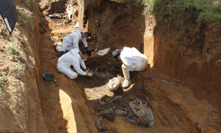 Në Kolumbi gjenden 17 skelete në një varr masiv