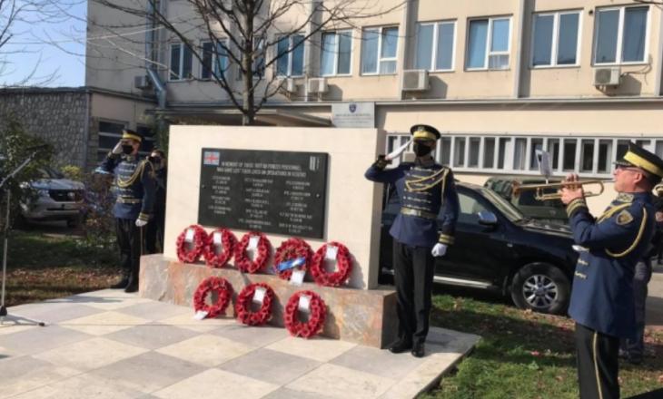 Përkujtohen 14 ushtarët britanikë që humbën jetën gjatë shërbimit në Kosovë