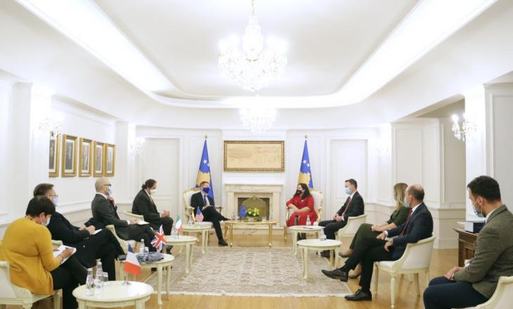 U.D. Presidentja takon ambasadorët e Quintit