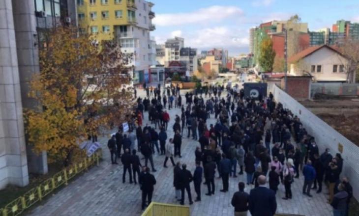 Punëtorët e Telekomit protestojnë sot para Qeverisë