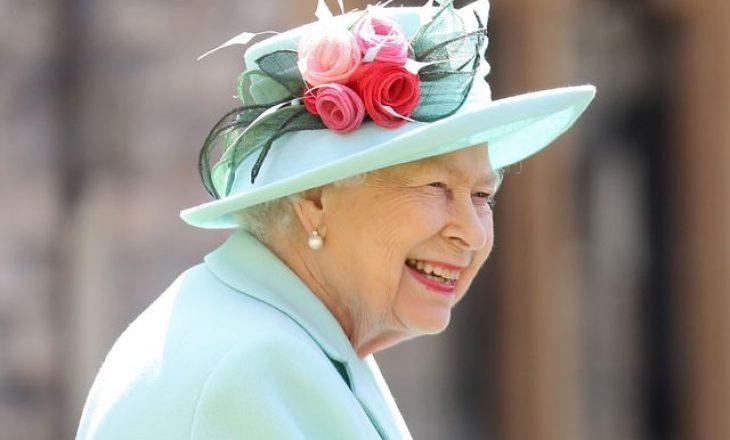 Aq strikte sa është edhe Mbretëresha kishte thyer protokollin mbretëror 72 vjet më parë