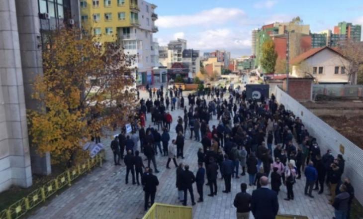 Punëtorët e Telekomit me ultimatum deri të hënën për Qeverinë, paralajmërojnë protesta të mëdha