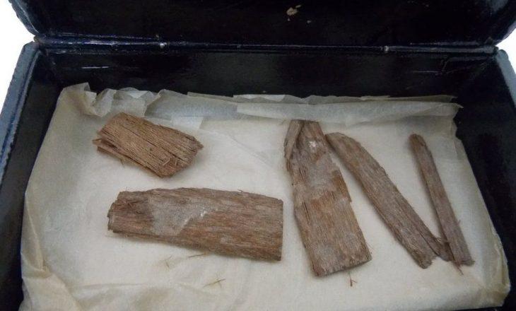 Artefakti i humbur egjiptian u gjet në një kuti purosh