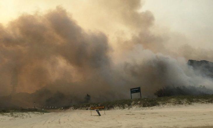 Fraser Island në Australi përfshihet nga zjarre të mëdha