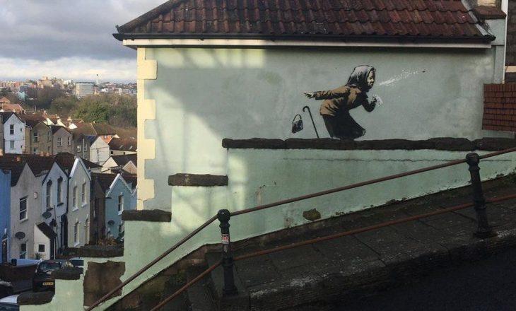 Shtëpia ku Banksy ka bërë muralin e radhës nuk po tërhiqet nga shitja