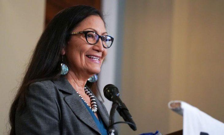Deb Haalnd, amerikane vendase, është përzgjedhur për të qenë sekretarja e brendshme e Joe Biden