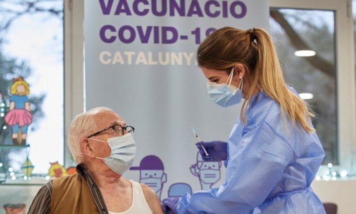 Spanja po regjistron personat që e refuzojnë vaksinën