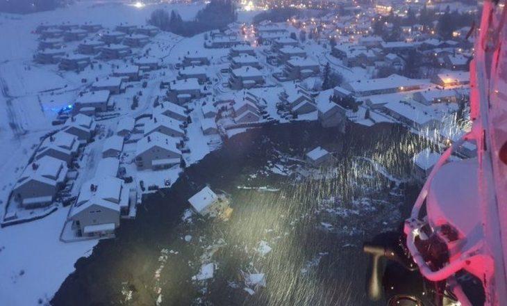 Rrëshqitja e dheut mbulon tërësisht një fshat norvegjez