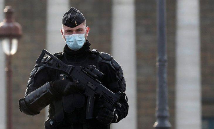 Franca mobilizon 100 mijë policë për të ndalur grumbullimet festive për Vitin e Ri