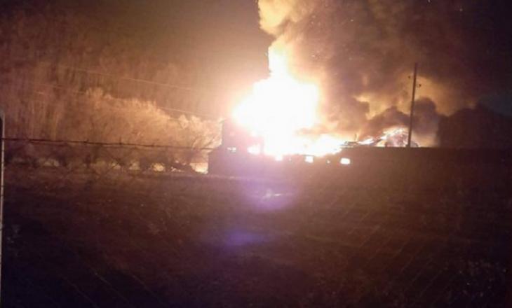 Përfshihet nga zjarri një shtëpi në Deçan, lëndohet një fëmijë