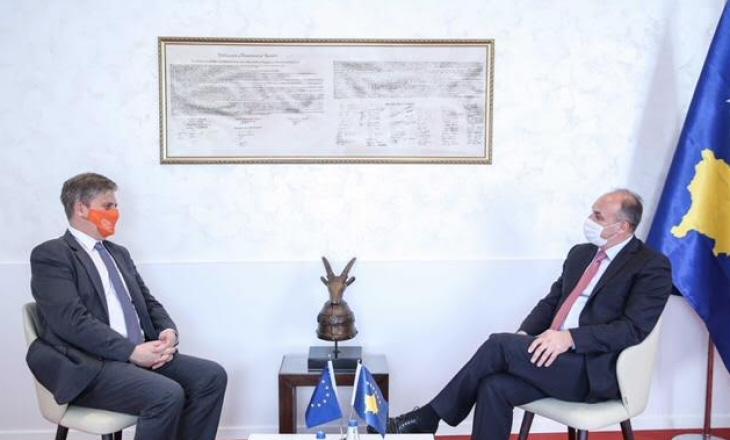 U.D kryetarit PDK-së takohet me shefin e EULEX-t, bisedohet për Gjykatën Speciale