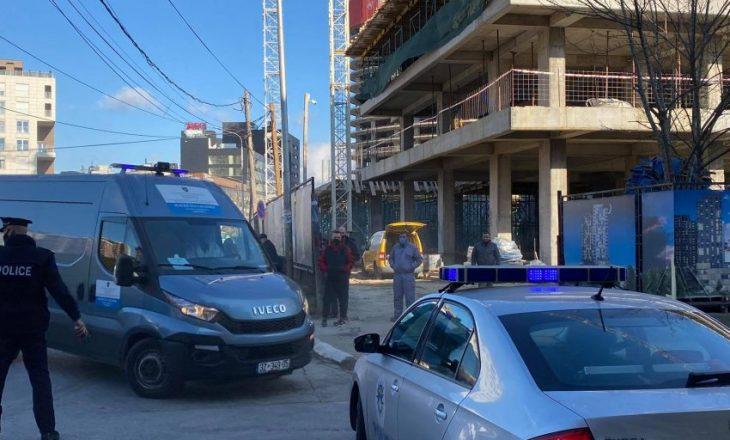 Policia bastisë shtëpinë e të dyshuarit për vrasjen e sotme në Prishtinë