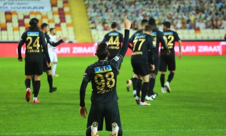 Jetmir Topalli shënon dy gola për Malatyaspor në kupë