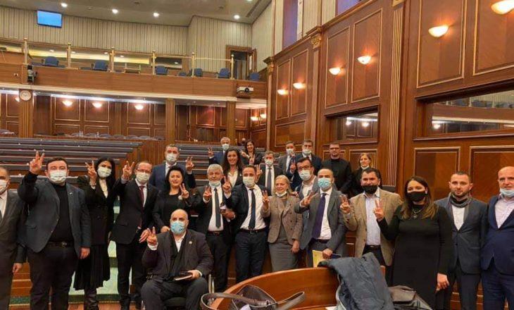 Selmanaj përshëndet VV-në me një fotografi nga Kuvendi